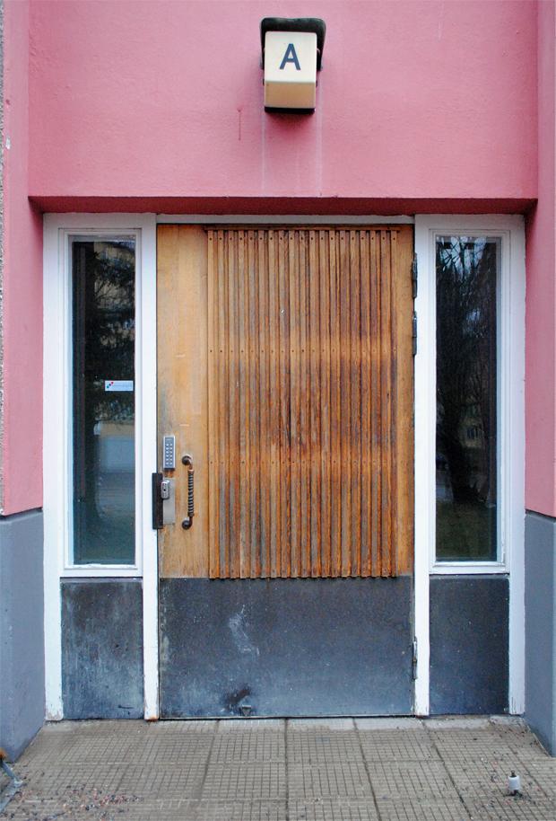 kannelmaki-kerrostalo-ovi